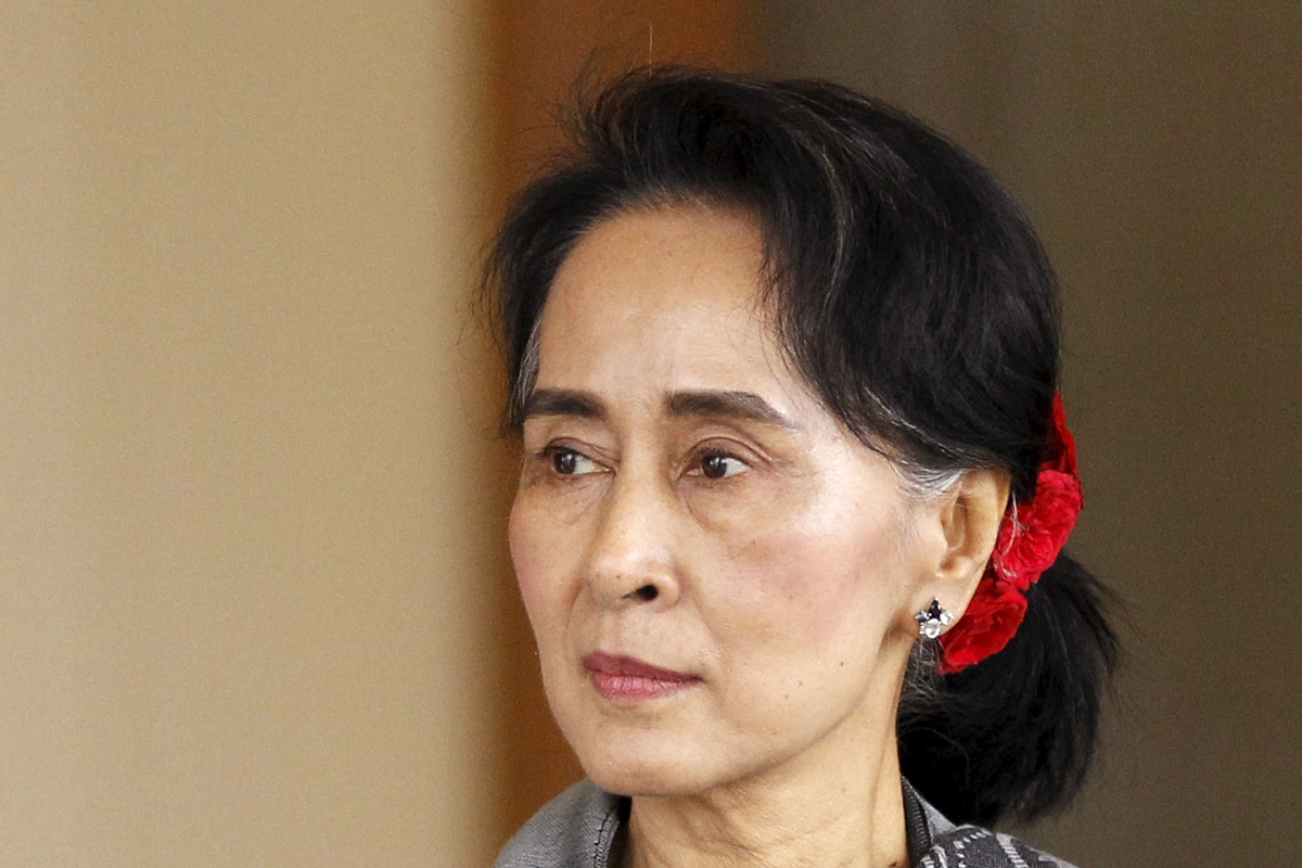 National League for Democracy (NLD) leader Aung San Suu Kyi arrives at the last session of the congress at the parliament building in Naypyitaw January 28, 2016. REUTERS/Soe Zeya Tun - RTX24BUE